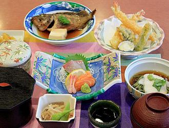 お刺身天ぷらなど豪華な定食!長瀬定食
