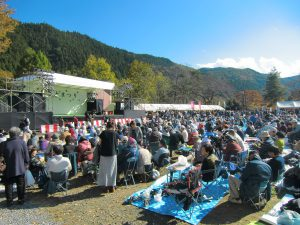 休暇村グループの公共の宿 国民宿舎両神荘 ふるさとまつり