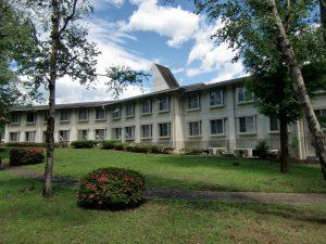 休暇村グループの公共の宿 国民宿舎両神荘 外観