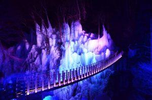 休暇村グループの公共の宿 国民宿舎両神荘 尾之内氷柱(ライトアップ)