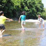 休暇村グループの公共の宿 国民宿舎両神荘 川遊び