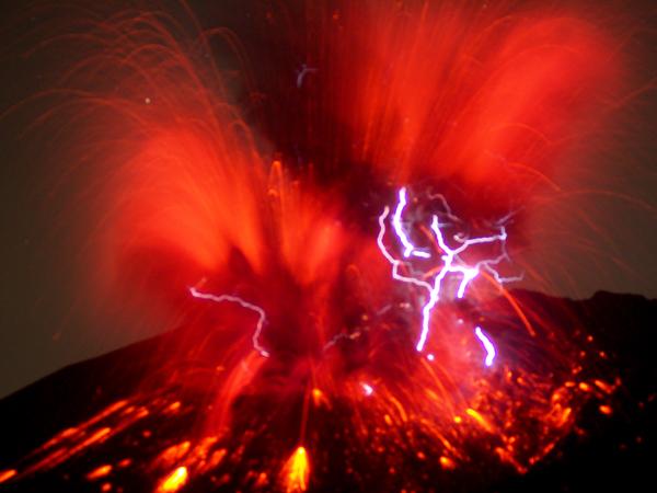 休暇村グループの宿 国民宿舎レインボー桜島 噴煙1
