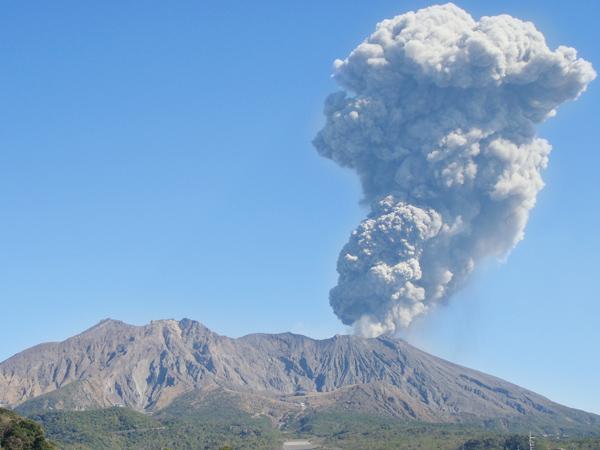 休暇村グループの公共の宿 国民宿舎レインボー桜島 桜島の噴煙