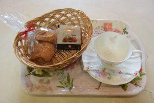休暇村グループ 公共の宿 国民宿舎サンロード吉備路 いちごデニッシュ&いちご紅茶
