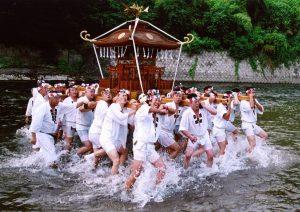 休暇村グループの公共の宿 国民宿舎両神荘 川瀬祭り