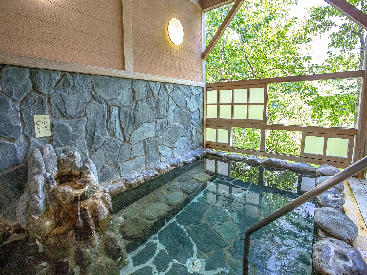 休暇村グループの公共の宿 国民宿舎両神荘 岩風呂