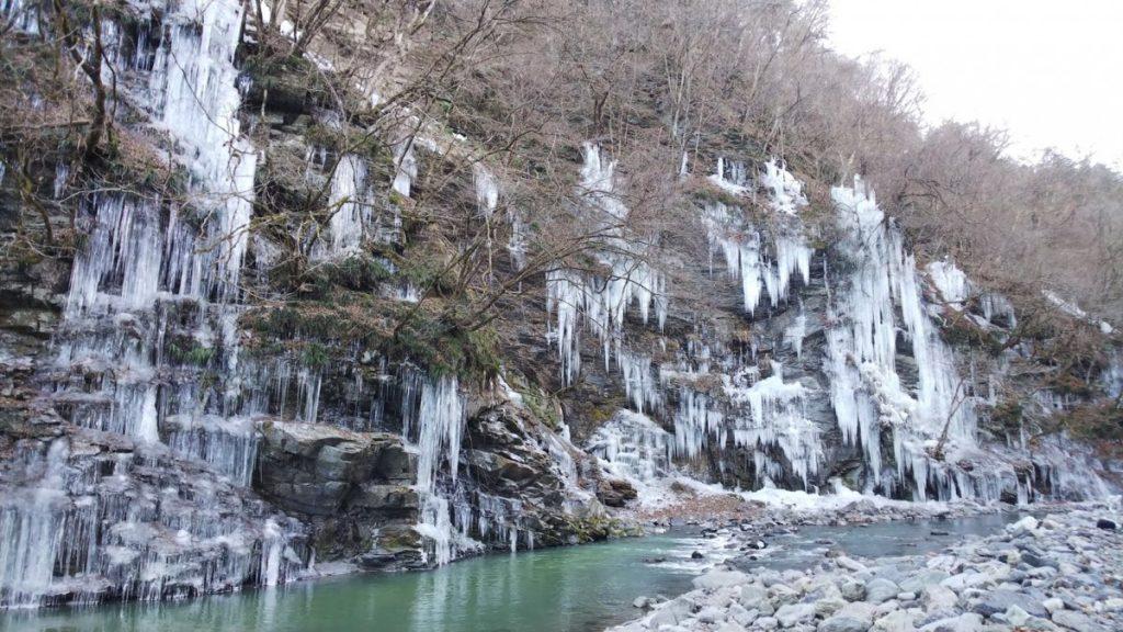 休暇村グループの公共の宿 国民宿舎両神荘 三十槌の氷柱