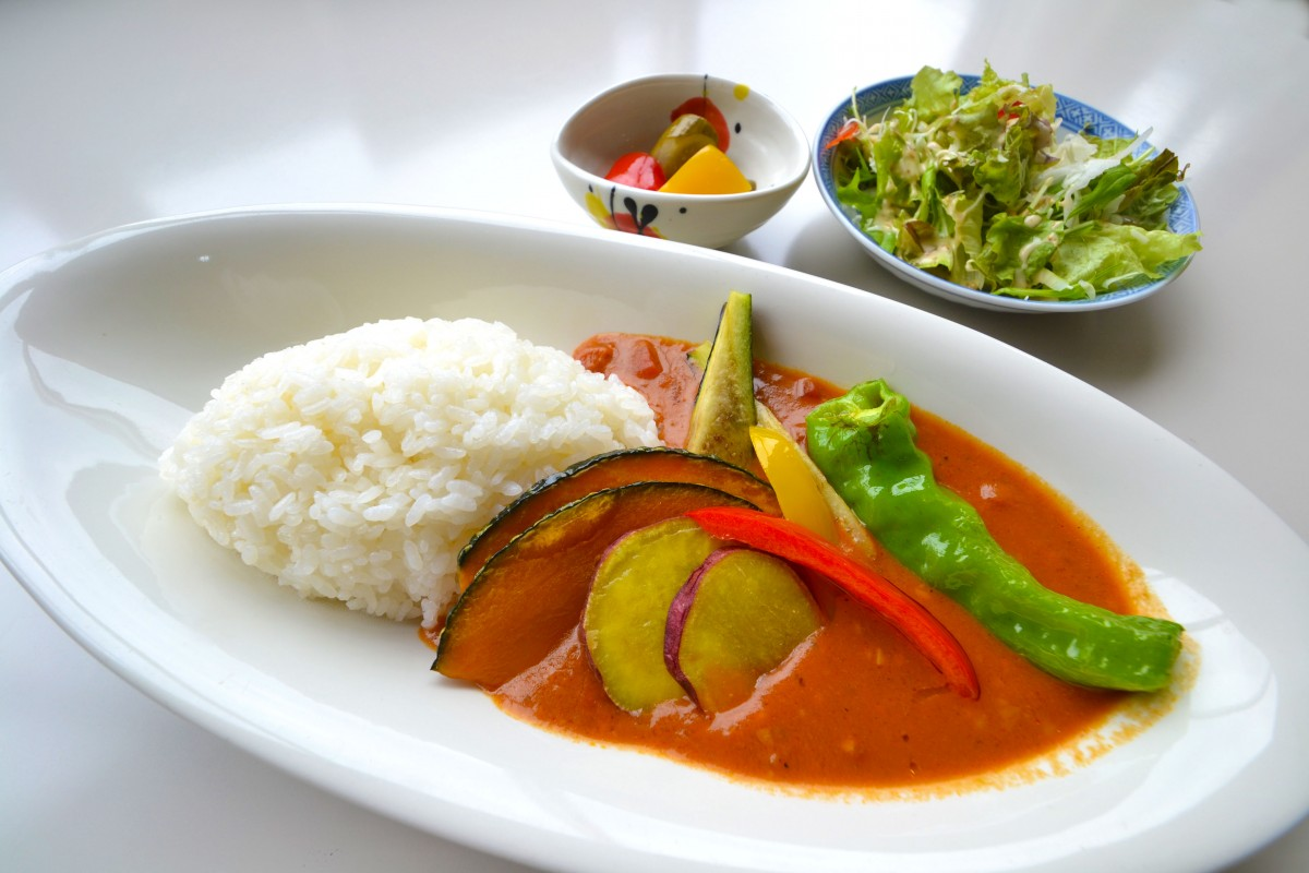 休暇村グループの公共の宿 国民宿舎両神荘 両さん野菜カレー